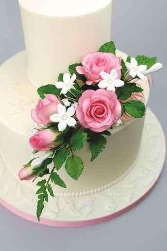 Flower Pro Ivory cake 2