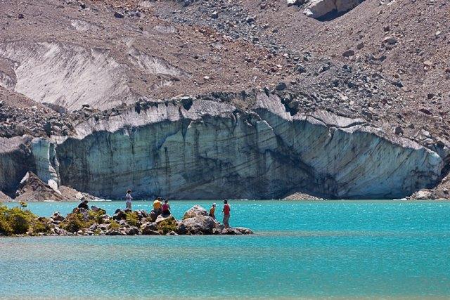 Laguna turquesa que se aprecia en el trekking al Torrecillas
