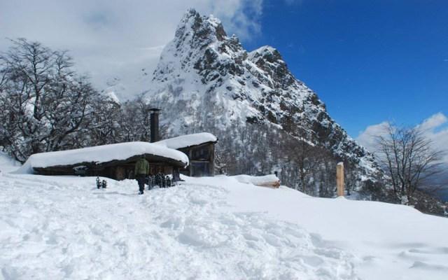 Roca Negra nevada en invierno, en Bariloche