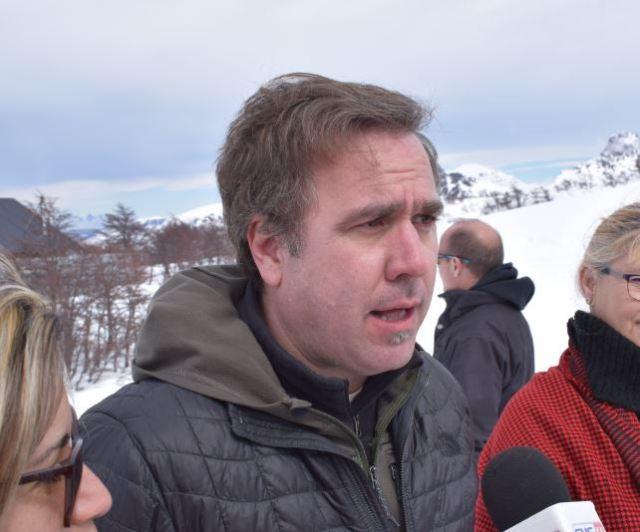 Bruno Pogliano, con el micrófono en la inauguración de la telesilla en el Cerro Perito Moreno