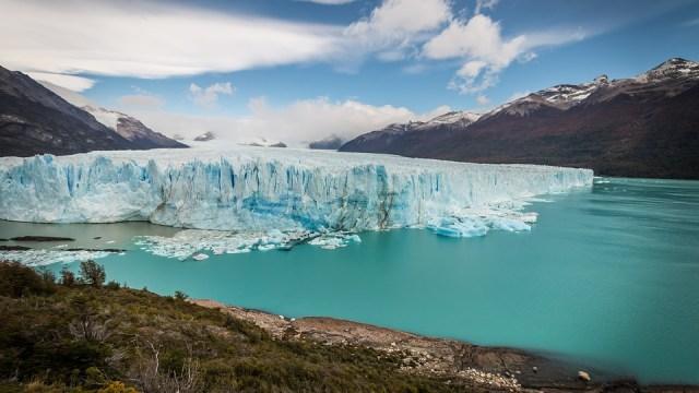 Panorámica del Glaciar Perito Moreno y parte del Lago Argentino. Uno de los 12 mejores lagos de la Patagonia.