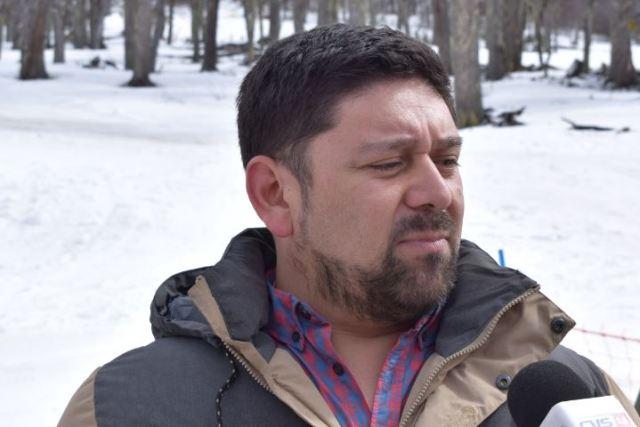 Ivan Alvarado de frente, siendo entrevistado.