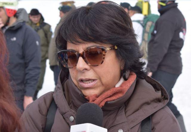 Ministra Marta Velez tras ser entrevistada en la inauguración de la telesilla en el Cerro Perito Moreno