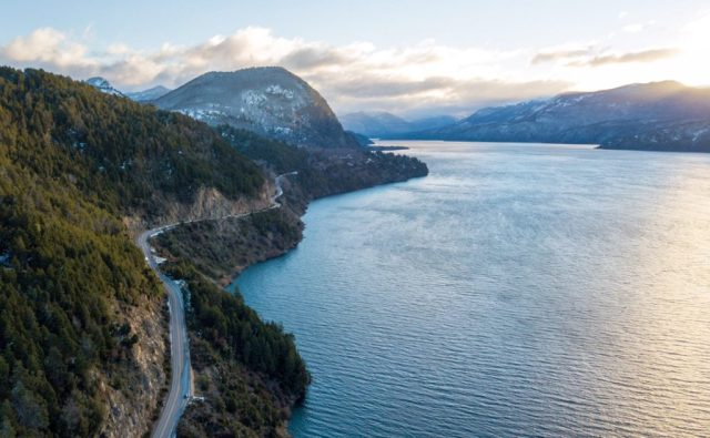 Comienzo de la Ruta de los 7 Lagos desde San Martín de los Andes: Lago Lacar