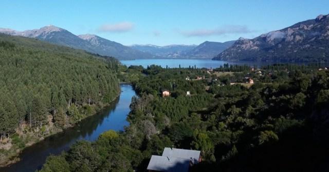 Panorámica del río y el lago en Villa Meliquina.