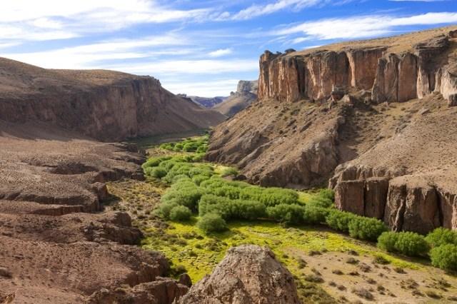 Vista panorámica del Cañadon Pinturas y la Cueva de Las Manos.