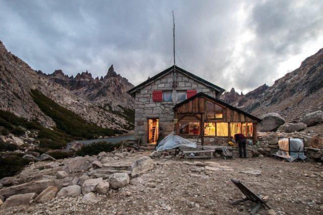 Refugio Frey, uno de los escenarios de la competencia de trekking 4 Refugios en Bariloche.