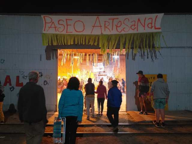 Paseo artesanal de la Fiesta en El Maitén.
