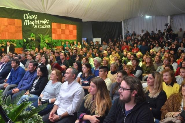 Festival del Chef Patagonico público presente. Villa Pehuenia.