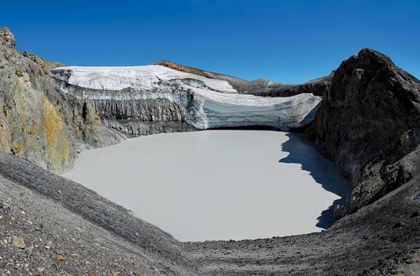 Cráter del volcán Copahue.