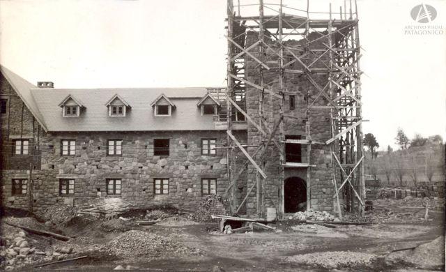 Construcción del Centro Cívico en Bariloche. Año 1940.