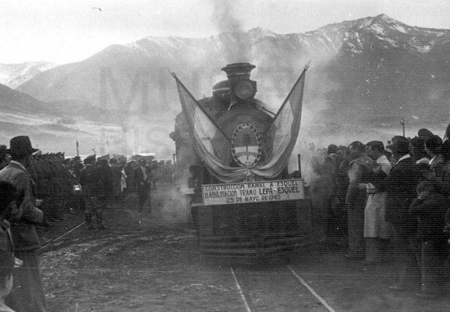 Foto de archivo de la Trochita y su llegada a Esquel