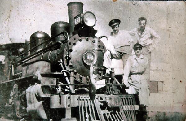 Foto de archivo de los primeros operarios de La Trochita