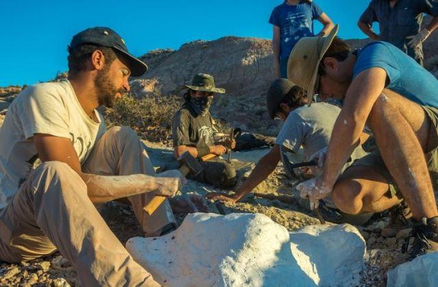 Investigadores trabajando en la zona del descubrimiento.