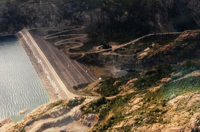 Hidroeléctrica de la portada sur Parque Los Alerces.