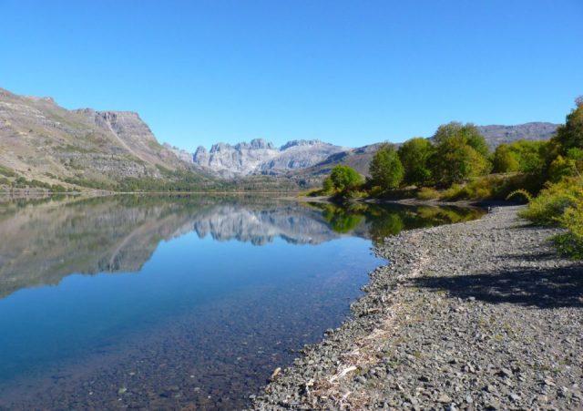 Espejo de agua cerca de Las Ovejas.