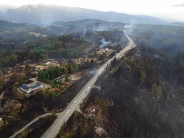Ruta 40 después del incendio en la Comarca Andina.