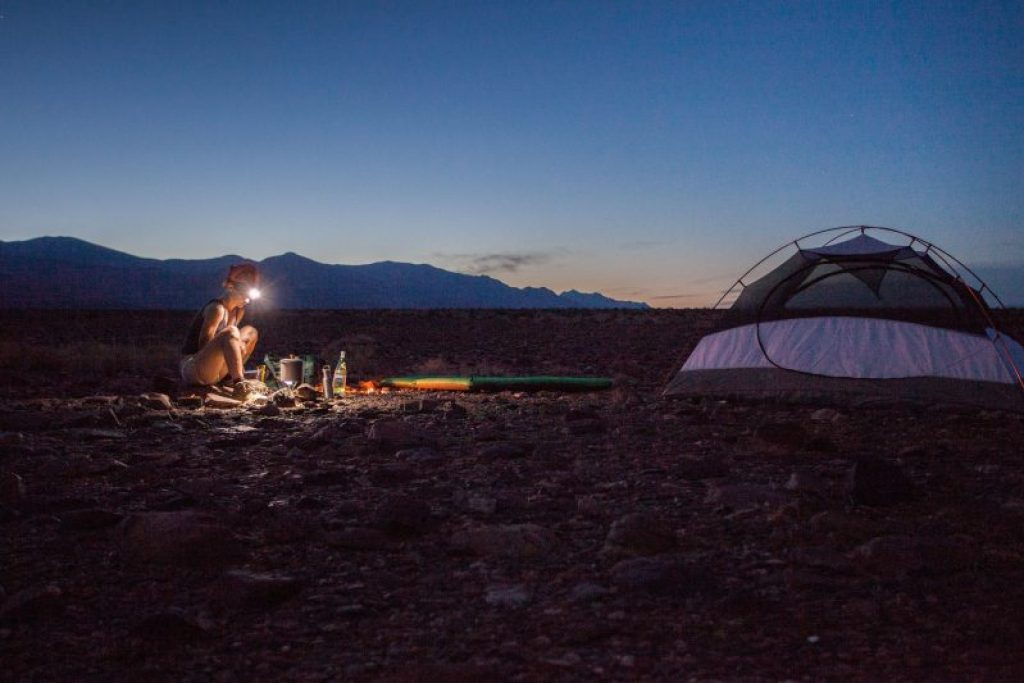 6 camping hacks for beginners that helps you get a better outdoor experience #lifehacks #camping #hacks