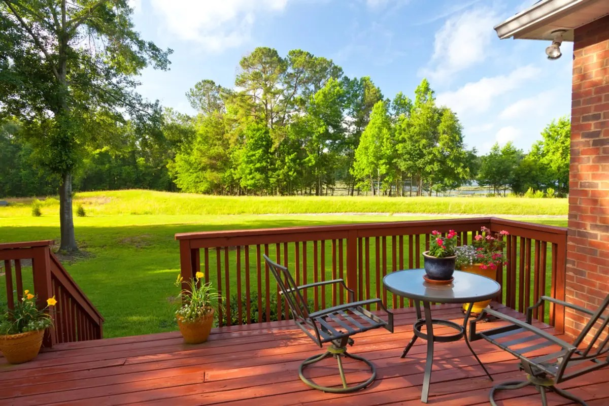 really costs to build a deck or porch