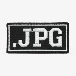 "Patch Bordado "".jpg"" designer, com termocolante 7,3x3,7cm da PATCH GANG"