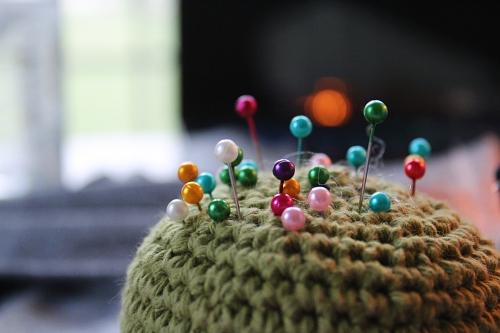 matériel de base en patchwork : des épingles à tête de verre