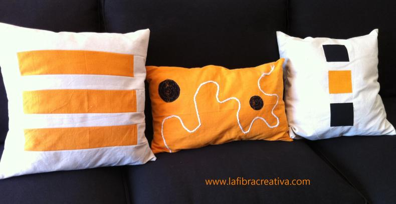 Cojines luminosos en blanco, naranja y negro