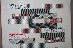 Patchwork contemporáneo gris, negro y rojo, colcha