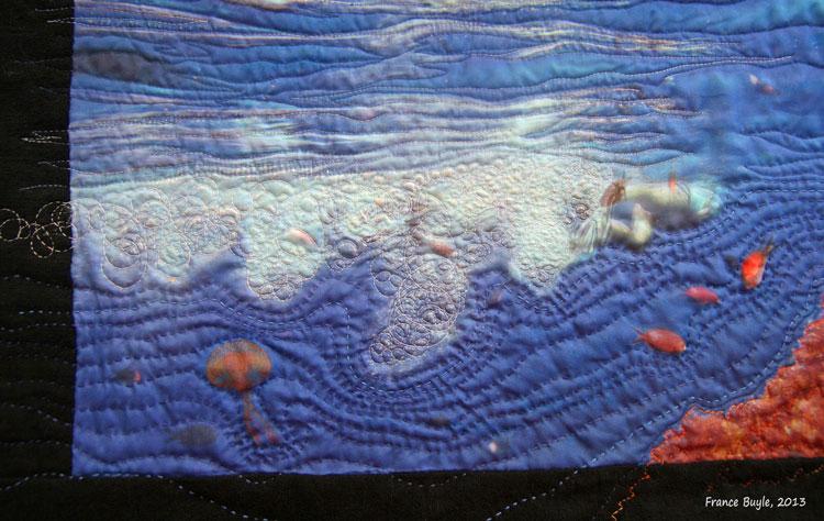 "Detalle del quilt ""Stromboli"" de France Buyle: el agua"