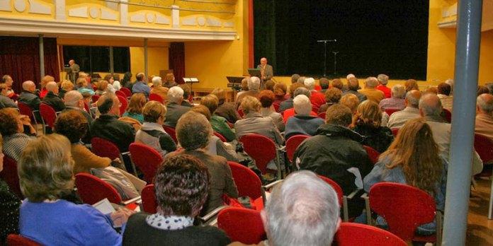 Instante de la presentación del Libro en el Teatro Capri de Paterna