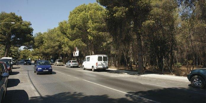 Zona de entrada a la Canyada donde iría ubicada la nueva superficie comercial