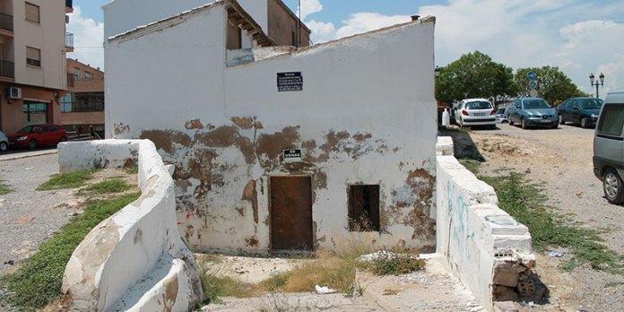Exterior de la antigua cueva del Rey Alfonso XIII