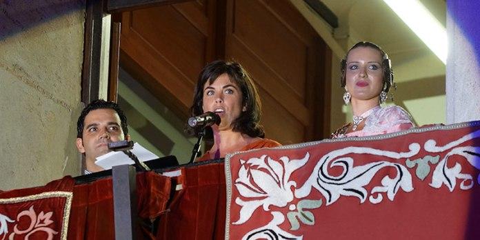 Samanta Villar, pregonera 2015, junto al alcalde, Juan Antonio sAgredo y la Reina de las Fiestas, Marta Alcalá