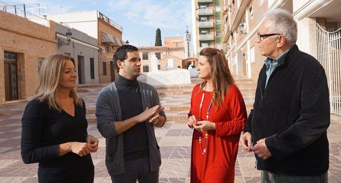 El alcalde, Juan Antonio Sagredo, junto a los diputados durante su visita a Paterna