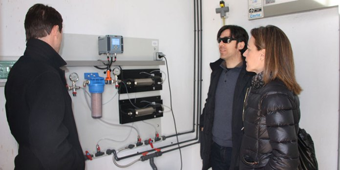Nuria Campos durante su visita para ver los nuevos equipos de control de agua en Paterna