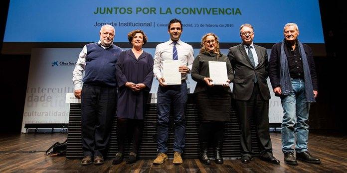 Juan Antonio Sagredo,-una representante de la Fundación Secretariado Gitano, junto a Marc-Simón, Joana Prats, Carlos Giménez y Marco Marchioni