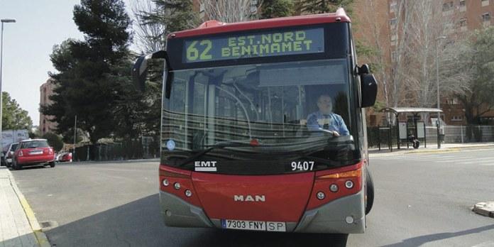 El autobús de la línea 62 a su paso por Terramelar
