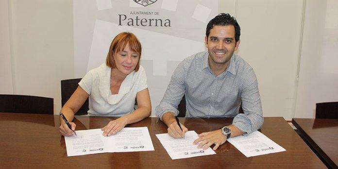 Soriano y Sagredo durante la firma del convenio para la construcción del ecoparque en Paterna