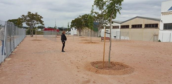 Nuria Campos en la nueva zona de esparcimiento canino