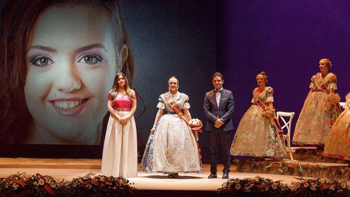 Raquel Cantarero durante su presentación como Reina de las Fiestas de Paterna