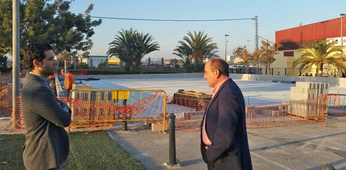El alcalde, Juan Antonio Sagredo, junto al concejal Julio Fernández durante su visita a las obras