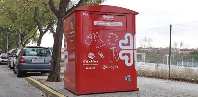 Uno de los contenedores de Cáritas ubicados en el municipio