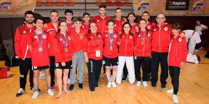 Integrantes del equipo del Club karate Paterna