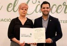 Sagredo junto a Pilar Martínez, Presidenta de la Junta Local contra el Cáncer de Paterna
