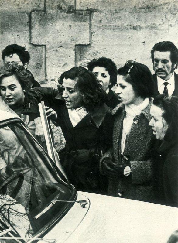Micheline Berton prise à partie après les obsèques de ses enfants (© D.R.)