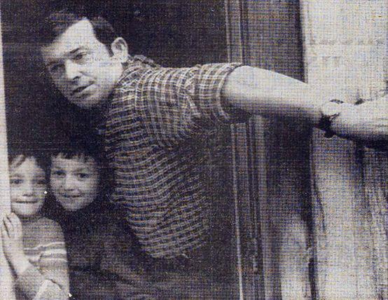 Lucien Cuello avec les enfants Diana et Jaime (© Associated Press)