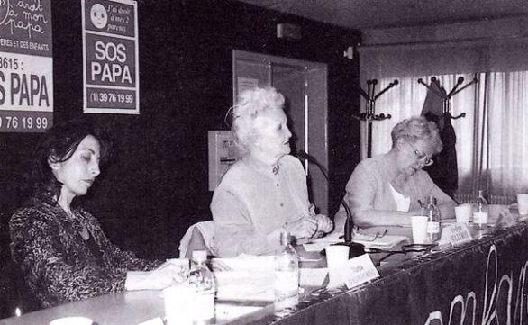 Me Martine Valot-Forest (avocat), Évelyne Sullerot (sociologue) et Denise Cacheux (ancienne députée), au sixième congrès de SOS PAPA, Paris, 14 juin 1997 (© SOS PAPA)