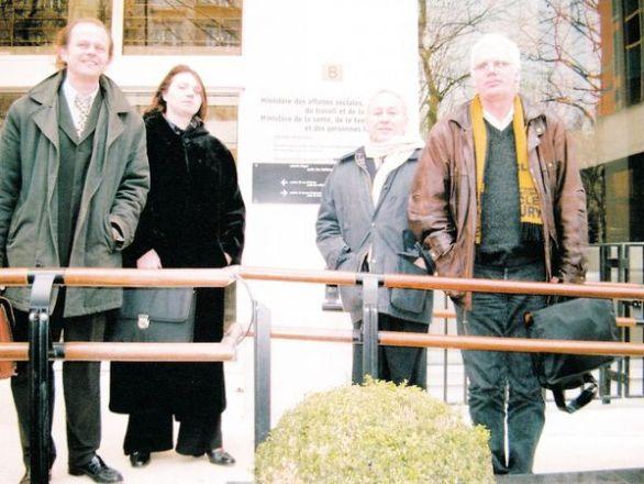Jean-Lucien Lebordais (Nice), Sylvie Oberling (Rennes), Michel Thizon (Président), Alain Petit (Bordeaux). © SOS PAPA 2003.