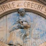 Maternité, par Jean-Marie Mengue (1855-1939), Crèche laïque de Plaisance au 14 rue Jules Guesde, Paris XIVe