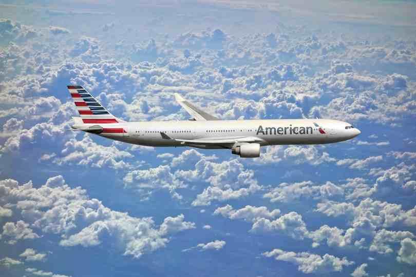 foto de avião nos céus