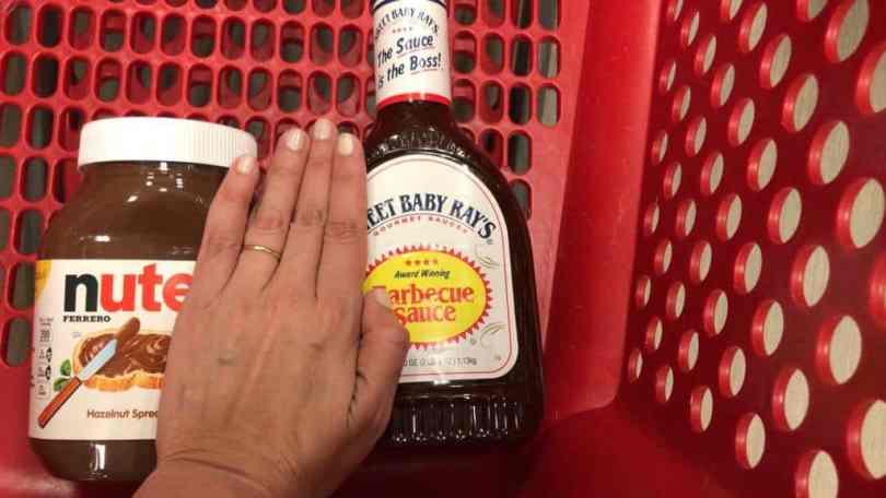 O que comprar em Orlando? Snacks, doces, guloseimas e temperos como a Nutella gigante e o molho barbecue que só tem lá no carrinho da Target como a foto mostra.